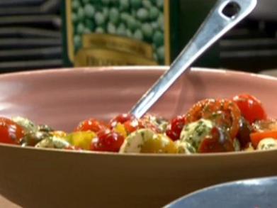 TM1909_Mini-Caprese-Salad.jpg.rend.hgtvcom.616.462